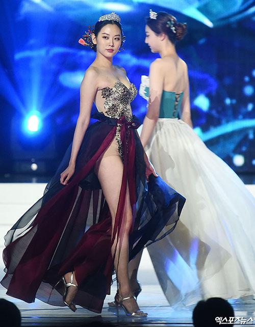 Điểm danh những bộ trang phục dân tộc phản cảm nhất lịch sử hoa hậu: Đại diện Việt Nam cũng góp mặt với bộ đồ lộ nguyên vòng 3 - Ảnh 6.