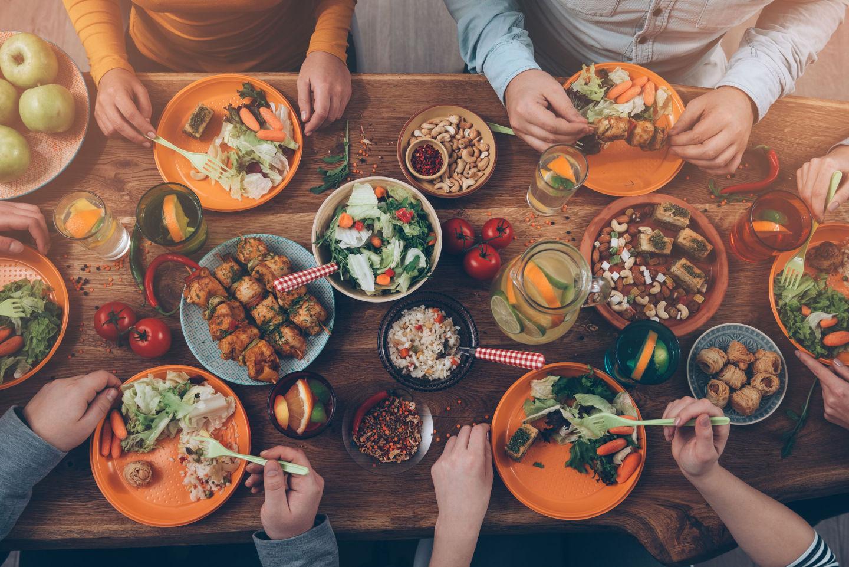 """7 thói quen ăn uống mà tế bào ung thư """"thích nhất"""": Toàn món quen thuộc trong mâm cơm, biết là độc nhưng ít người có thể từ bỏ - Ảnh 1."""