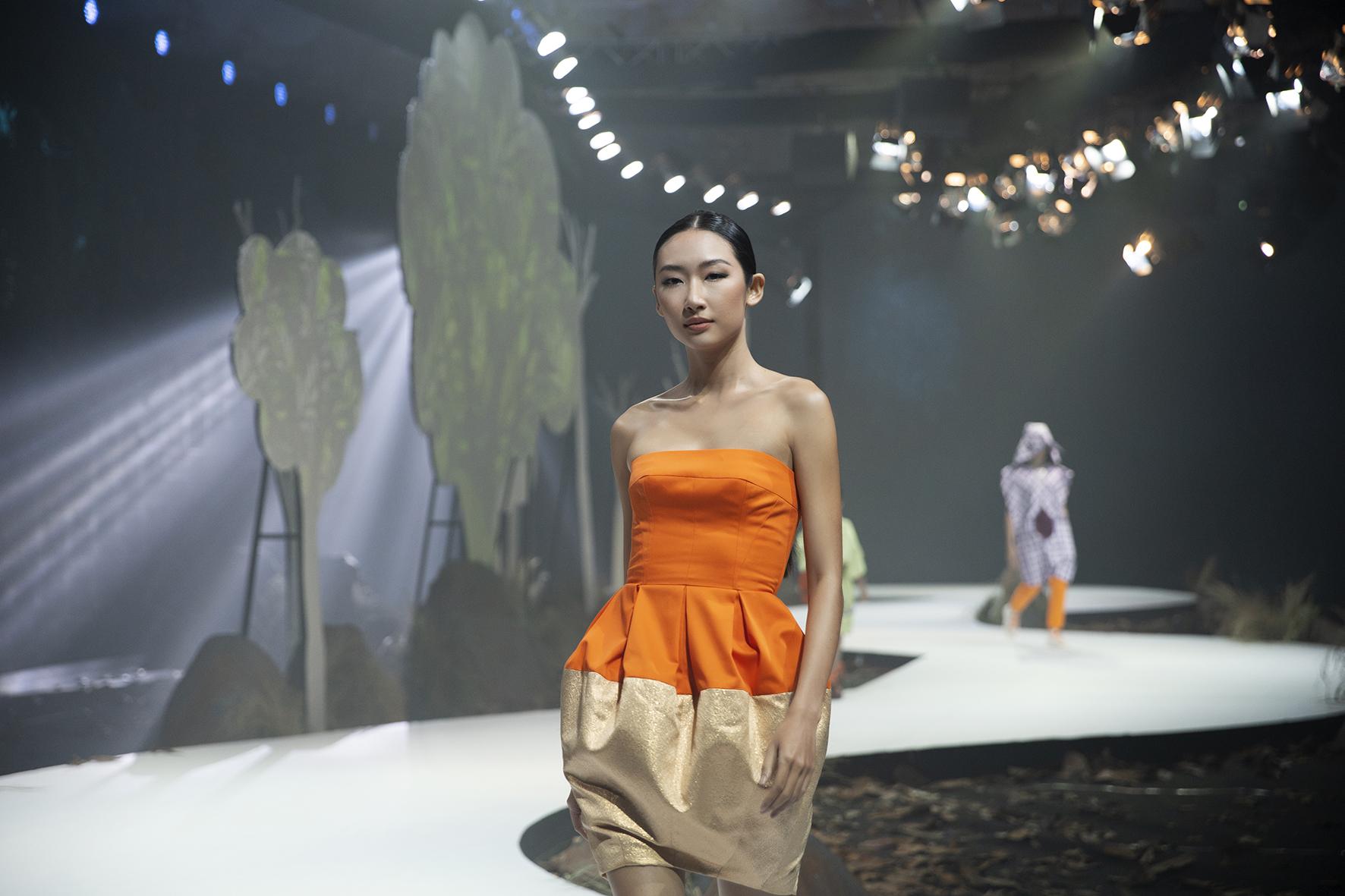 """Lê Âu Ngân Anh bất ngờ trở lại thảm đỏ, siêu mẫu Thanh Hằng hóa """"chị Hằng"""" trong truyền thuyết kết màn Tuần lễ thời trang - Ảnh 15."""
