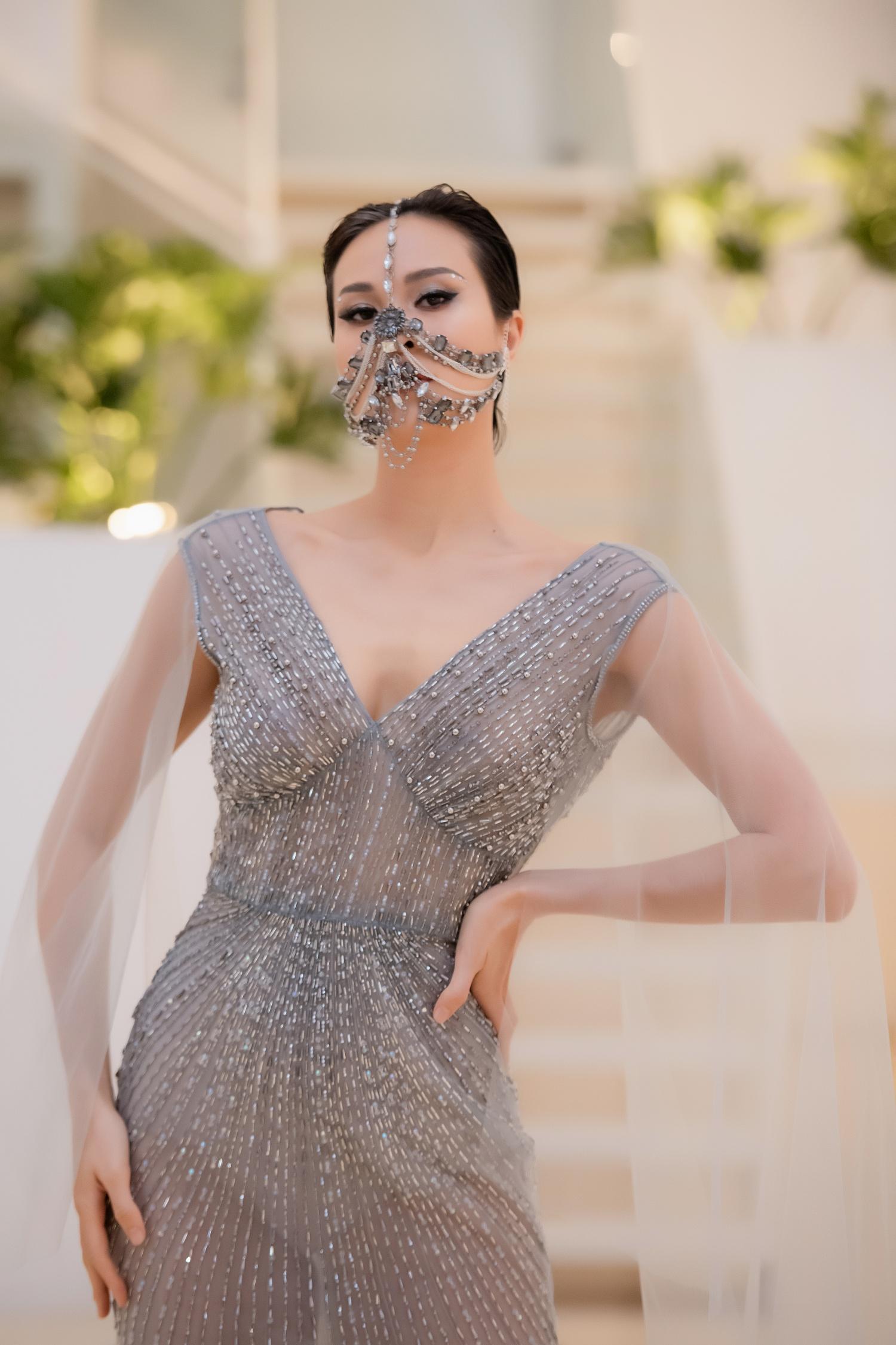 """Lê Âu Ngân Anh bất ngờ trở lại thảm đỏ, siêu mẫu Thanh Hằng hóa """"chị Hằng"""" trong truyền thuyết kết màn Tuần lễ thời trang - Ảnh 2."""