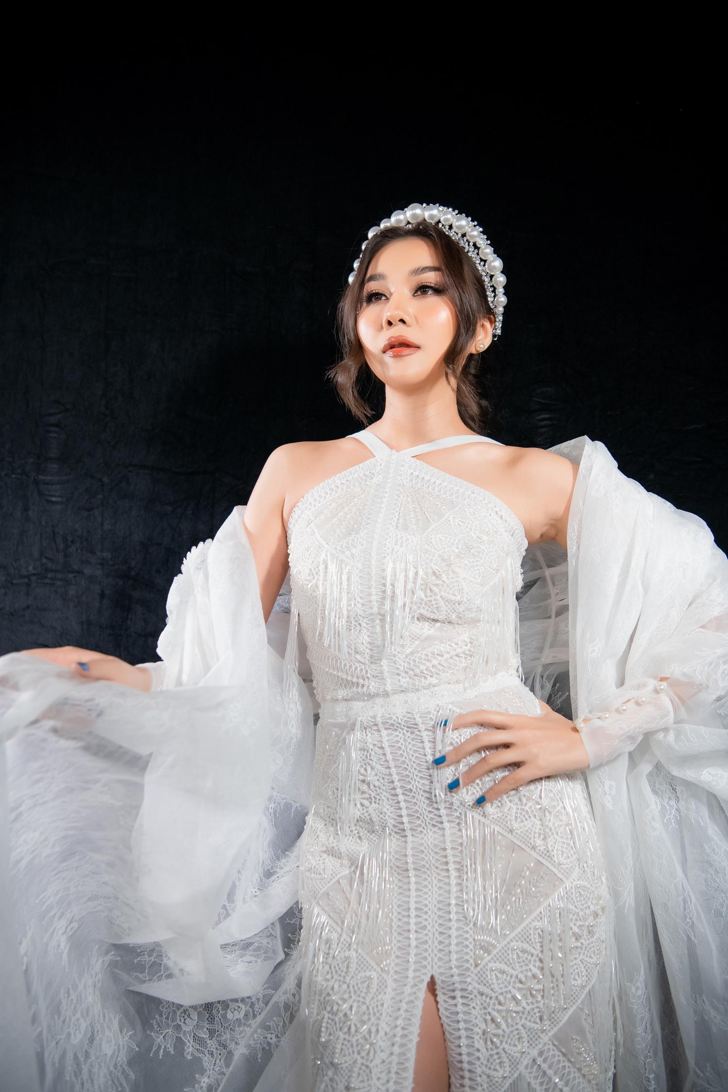 """Lê Âu Ngân Anh bất ngờ trở lại thảm đỏ, siêu mẫu Thanh Hằng hóa """"chị Hằng"""" trong truyền thuyết kết màn Tuần lễ thời trang - Ảnh 3."""