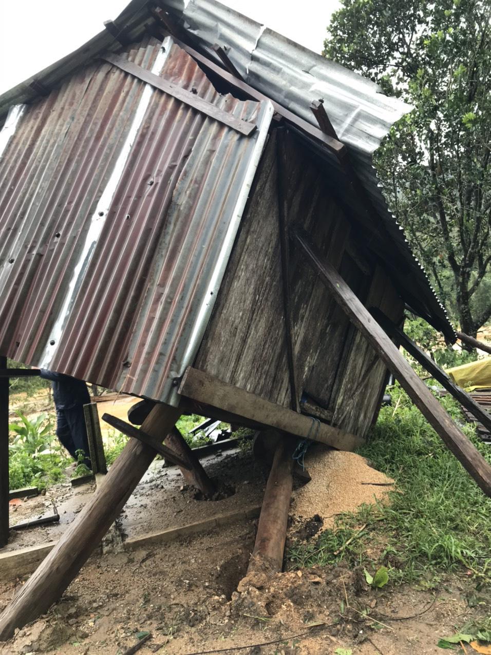 Quảng Ngãi: Lũ quét kinh hoàng cuốn trôi 6 nhà dân, khiến một ngôi làng có nguy cơ bị xóa sổ - Ảnh 5.