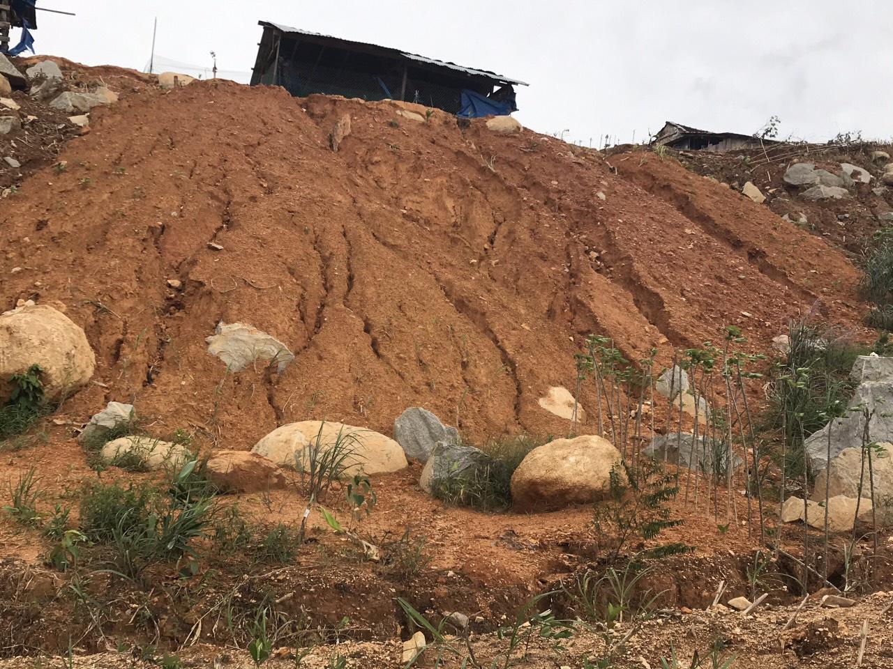 Quảng Ngãi: Lũ quét kinh hoàng cuốn trôi 6 nhà dân, khiến một ngôi làng có nguy cơ bị xóa sổ - Ảnh 10.