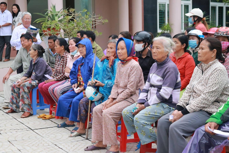 Trên 2,3 tỉ đồng hỗ trợ bà con Quảng Ngãi khắc phục thiệt hại bão lũ - Ảnh 2.