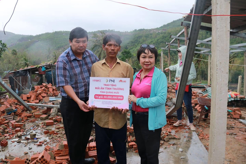 Trên 2,3 tỉ đồng hỗ trợ bà con Quảng Ngãi khắc phục thiệt hại bão lũ - Ảnh 3.