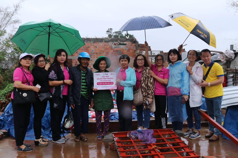Trên 2,3 tỉ đồng hỗ trợ bà con Quảng Ngãi khắc phục thiệt hại bão lũ - Ảnh 4.