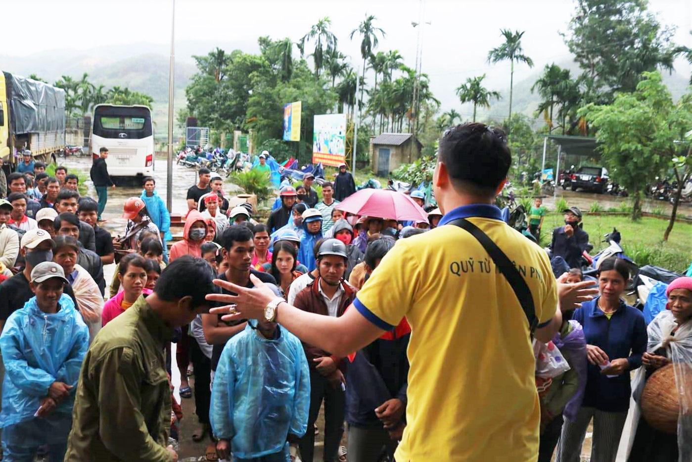 Trên 2,3 tỉ đồng hỗ trợ bà con Quảng Ngãi khắc phục thiệt hại bão lũ - Ảnh 6.