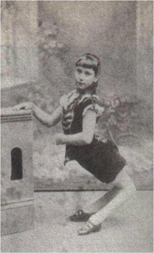 Vén màn bí ẩn đau buồn đằng sau cuộc đời Ella – cô gái khốn khổ bị coi như thú vật, phải đi bằng bốn chân và mua vui trong rạp xiếc đầu tiên trong lịch sử - Ảnh 1.