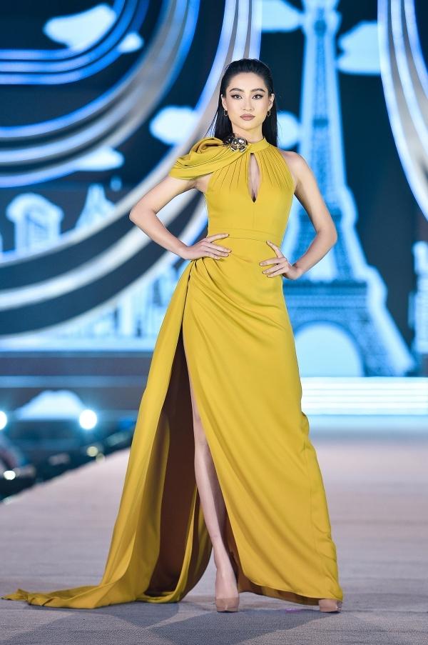 Thót tim trước khoảnh khắc xoay người lộ vòng 3 của HH Lương Thùy Linh ngay trên sàn catwalk của đêm thi Người đẹp Thời trang - HHVN 2020 - Ảnh 2.