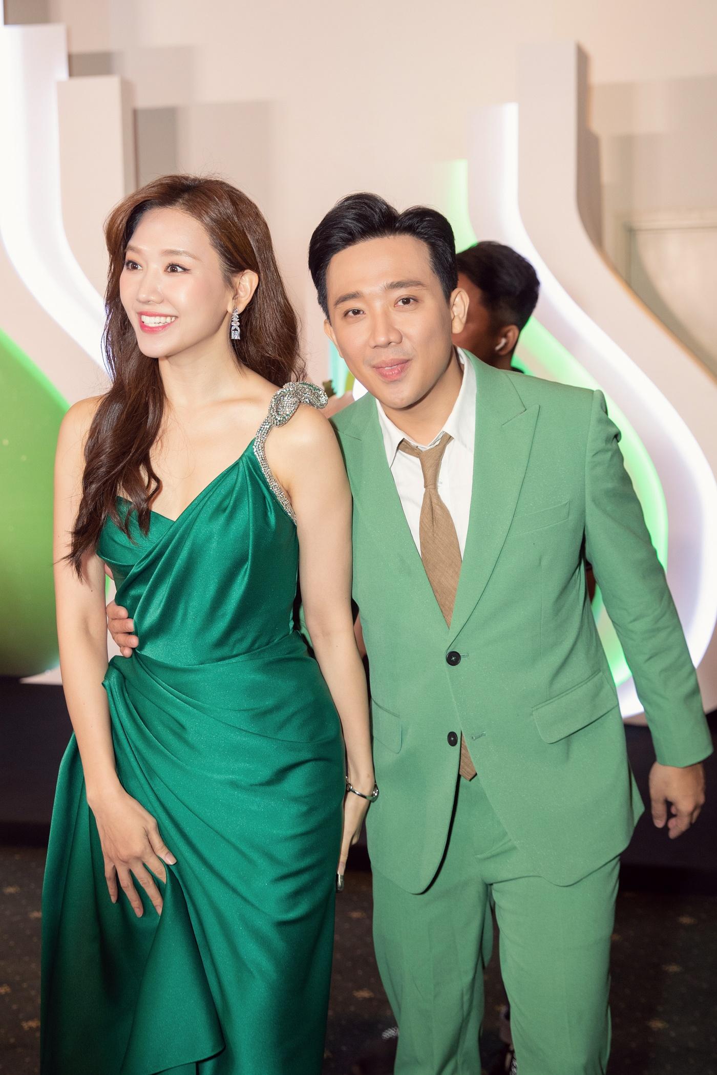 Từng mê Hari Won mặc đồ sexy, giờ Trấn Thành lại soi bộ đầm xẻ cao tít tắp mà vợ diện: Che chắn cẩn thận vẫn thấy không yên tâm - Ảnh 5.