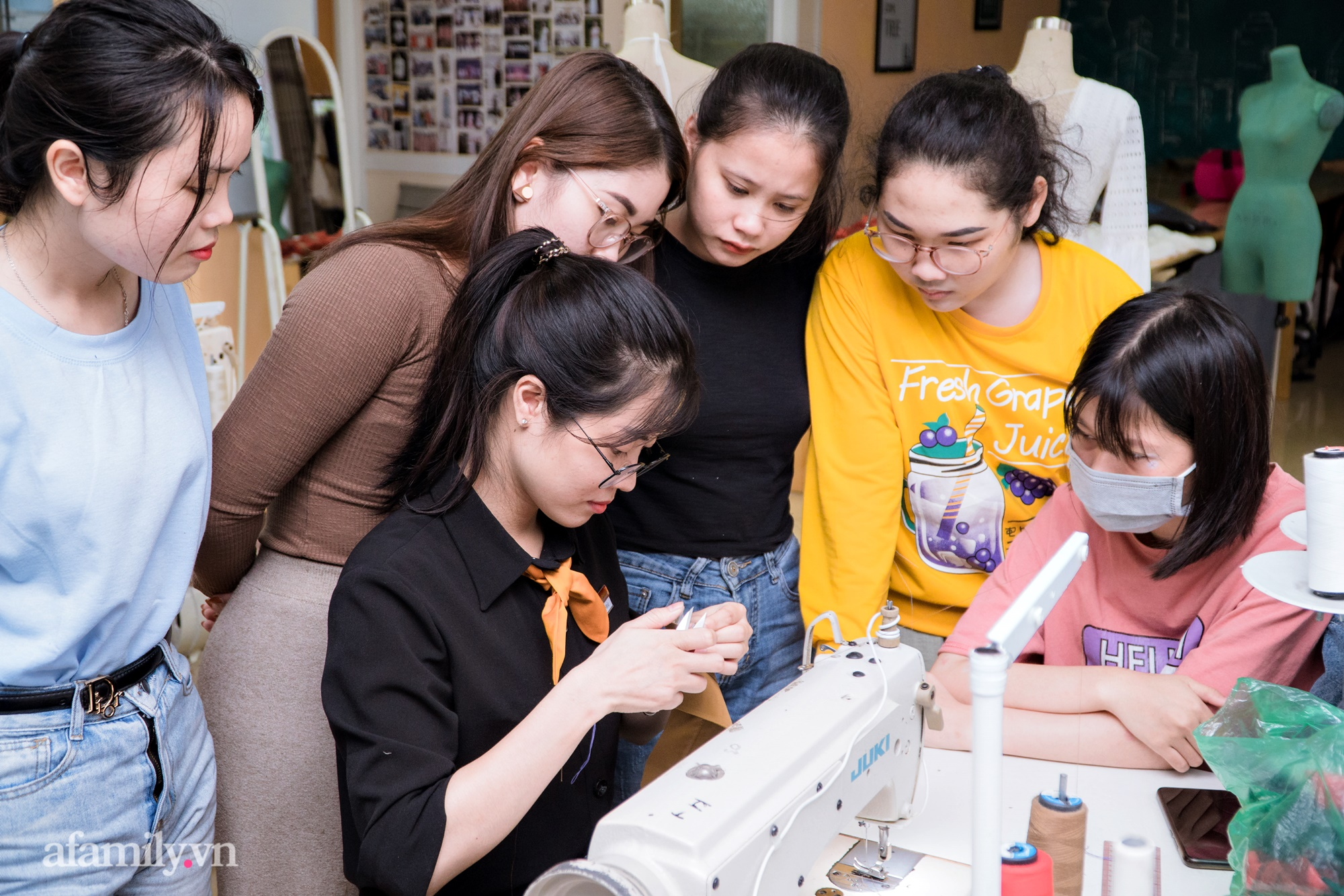 """""""Mục sở thị"""" lớp học cắt may thời trang ứng dụng: Thú vui mới điểm tô cho cuộc sống bận rộn của những quý cô thị thành - Ảnh 9."""
