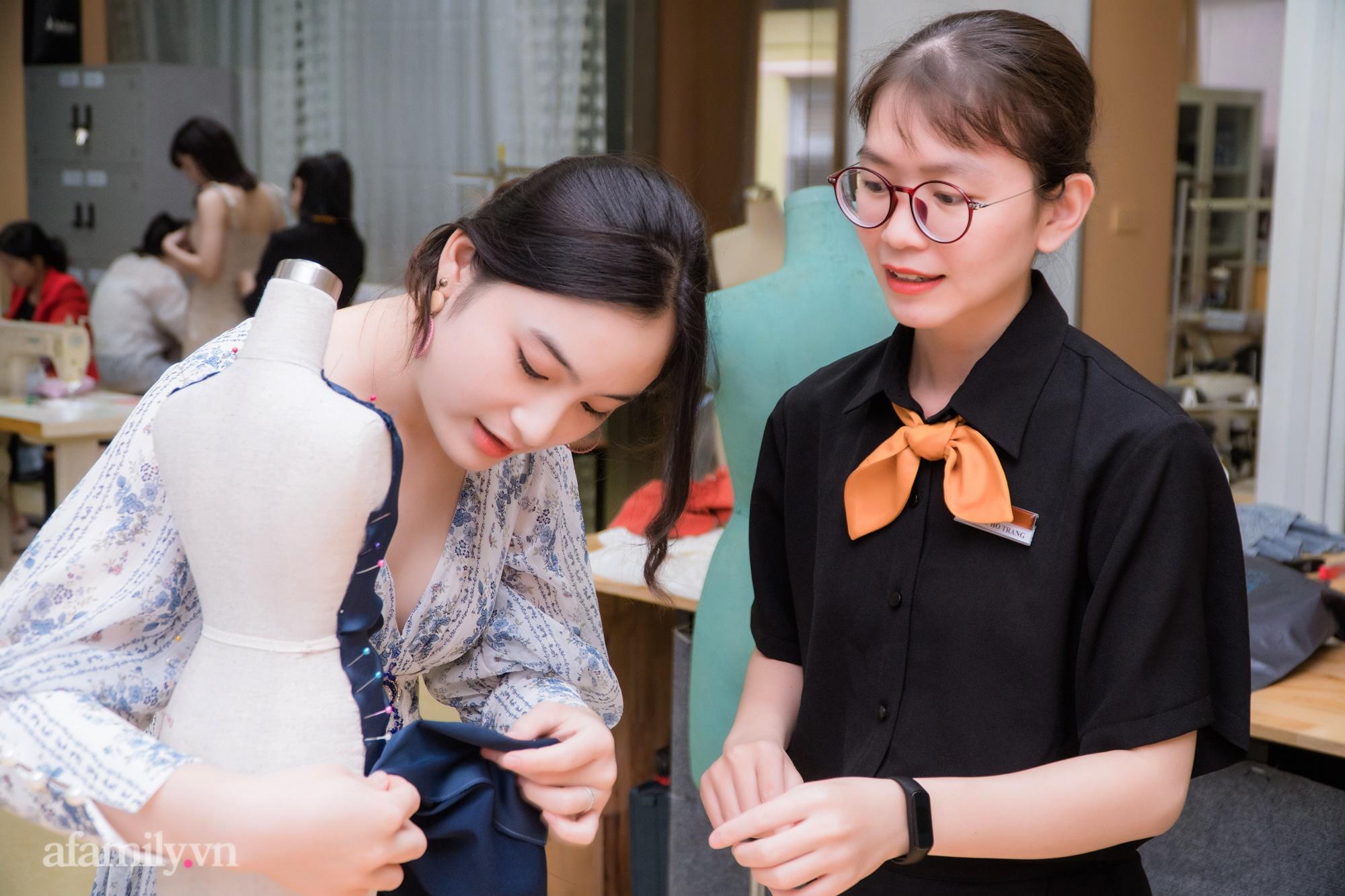 """""""Mục sở thị"""" lớp học cắt may thời trang ứng dụng: Thú vui mới điểm tô cho cuộc sống bận rộn của những quý cô thị thành - Ảnh 2."""
