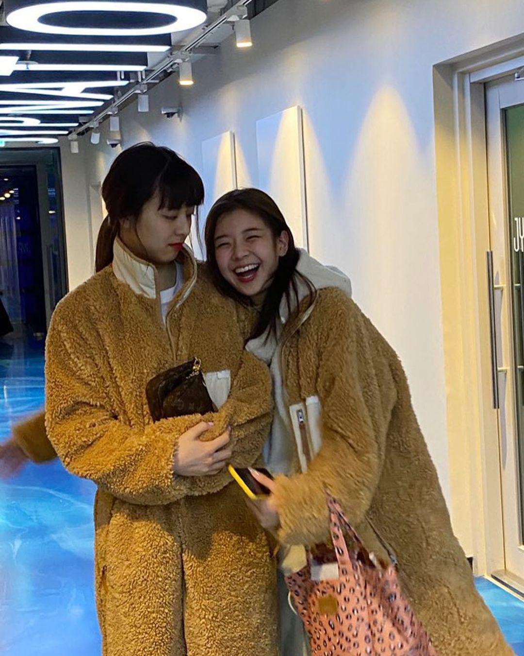 Sao Hàn đang lăng xê mẫu áo khoác lông cừu, mặc vào là tự tin chiến với mùa lạnh này luôn - Ảnh 9.