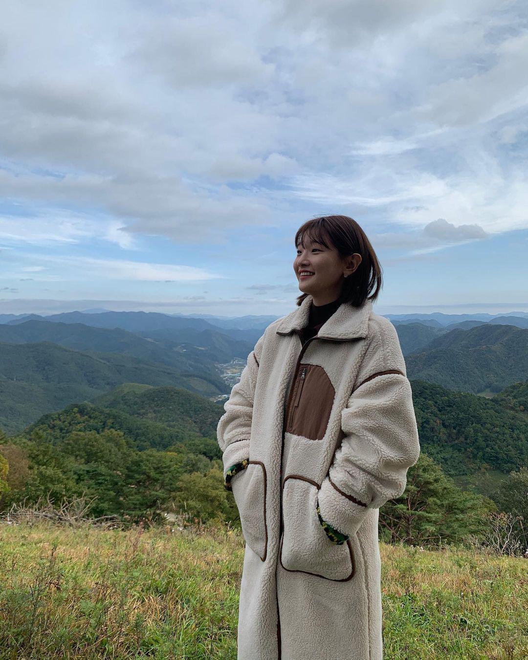 Sao Hàn đang lăng xê mẫu áo khoác lông cừu, mặc vào là tự tin chiến với mùa lạnh này luôn - Ảnh 2.