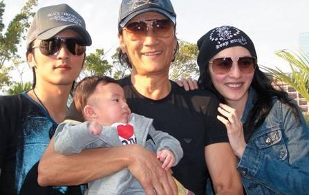 Sau nhiều năm bỏ bê, Tạ Đình Phong lần đầu đón sinh nhật của con trai thứ 2 bên 3 mẹ con Trương Bá Chi? - Ảnh 3.