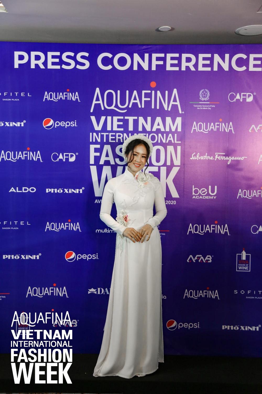 Họp báo Aquafina Tuần lễ thời trang Quốc tế Việt Nam: Phương Mai khoe vòng 1 thách thức, hé lộ mẫu thiết kế trong BST mở màn đến từ NTK Công Trí - Ảnh 3.