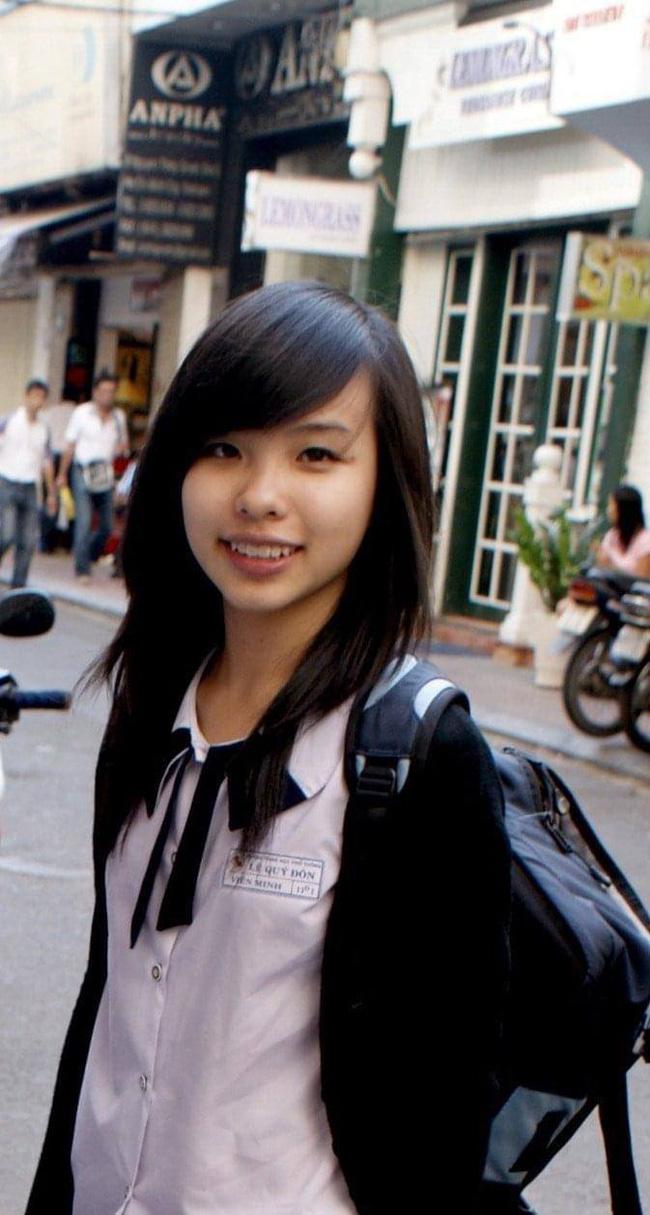 Hoá ra bà xã Công Phương từng học tại ngôi trường cấp 3 đình đám này: Danh sách cựu học sinh có cả Quốc vương Campuchia - Ảnh 1.