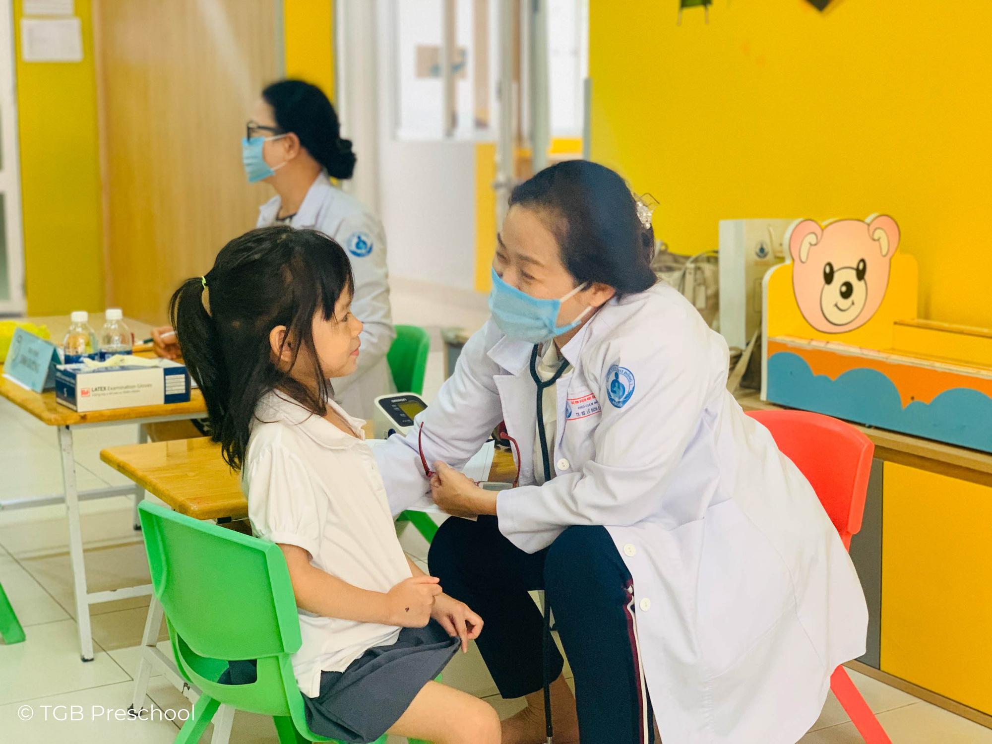 TWGroup hợp tác cùng bệnh viện nhi đồng 1 chăm sóc sức khoẻ toàn diện cho học sinh - Ảnh 4.