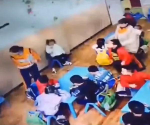 Bị cô giáo nhắc nhở, cậu bé mẫu giáo liền phản ứng một cách dữ dội ít ai ngờ tới - Ảnh 3.