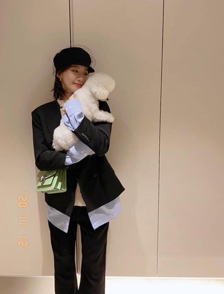 Jisoo sexy, Yoona lại đơn giản và cá tính khi cùng đụng mũ hàng hiệu 18 triệu - Ảnh 3.