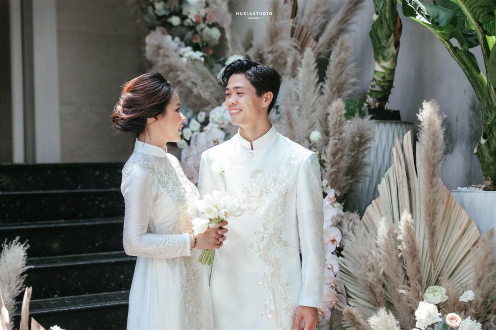 Đám rước dâu Công Phượng - Viên Minh: Cô dâu cực xinh, tay nắm chặt chú rể, dàn phù rể cầu thủ nô nức chuẩn bị tráp - Ảnh 13.