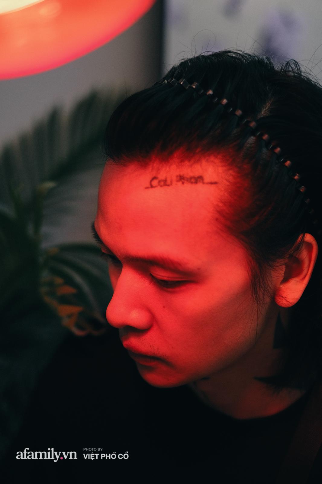 Cali Phạm: Từ cú vấp ngã trượt đại học, nhờ 1 câu nói của bố mà đạp xe vòng quanh Hà Nội để học cắt tóc và chia sẻ về 1 điều không bao giờ nói dối khách hàng  - Ảnh 6.
