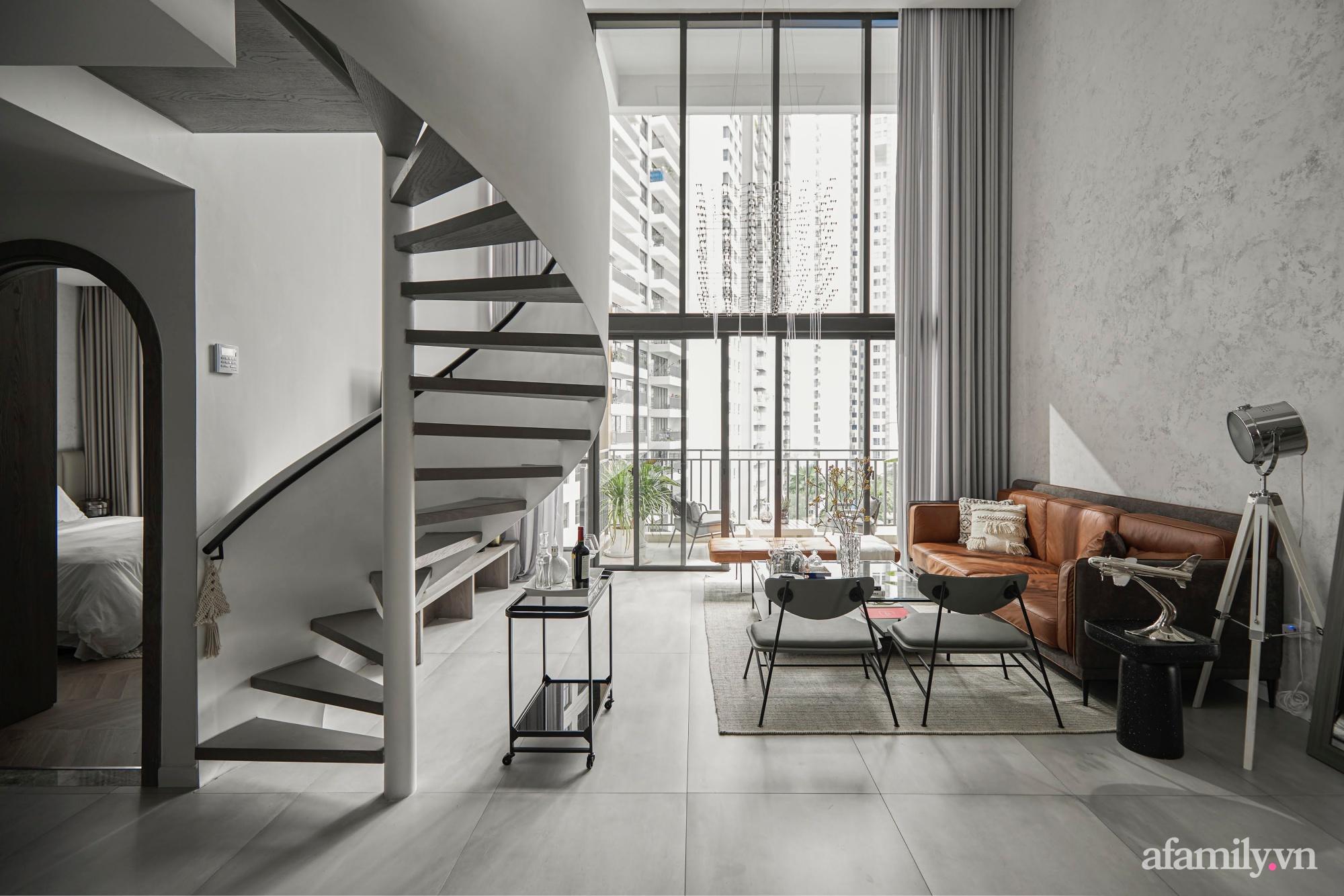 Căn hộ 2 tầng rộng 145m² đẹp sang trọng với điểm nhấn mộc mạc từ chất liệu bê tông ở Sài Gòn - Ảnh 1.