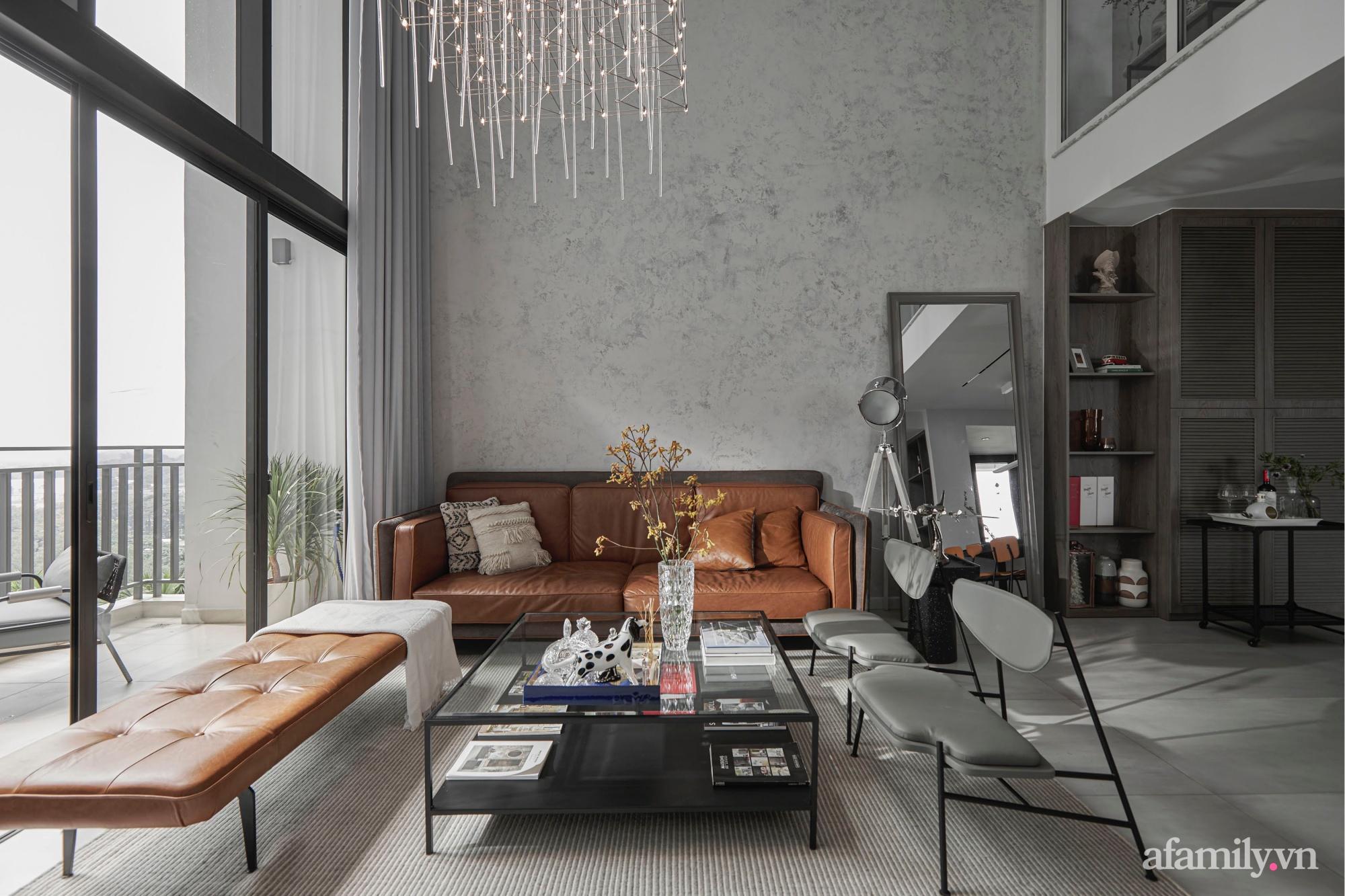 Căn hộ 2 tầng rộng 145m² đẹp sang trọng với điểm nhấn mộc mạc từ chất liệu bê tông ở Sài Gòn - Ảnh 2.