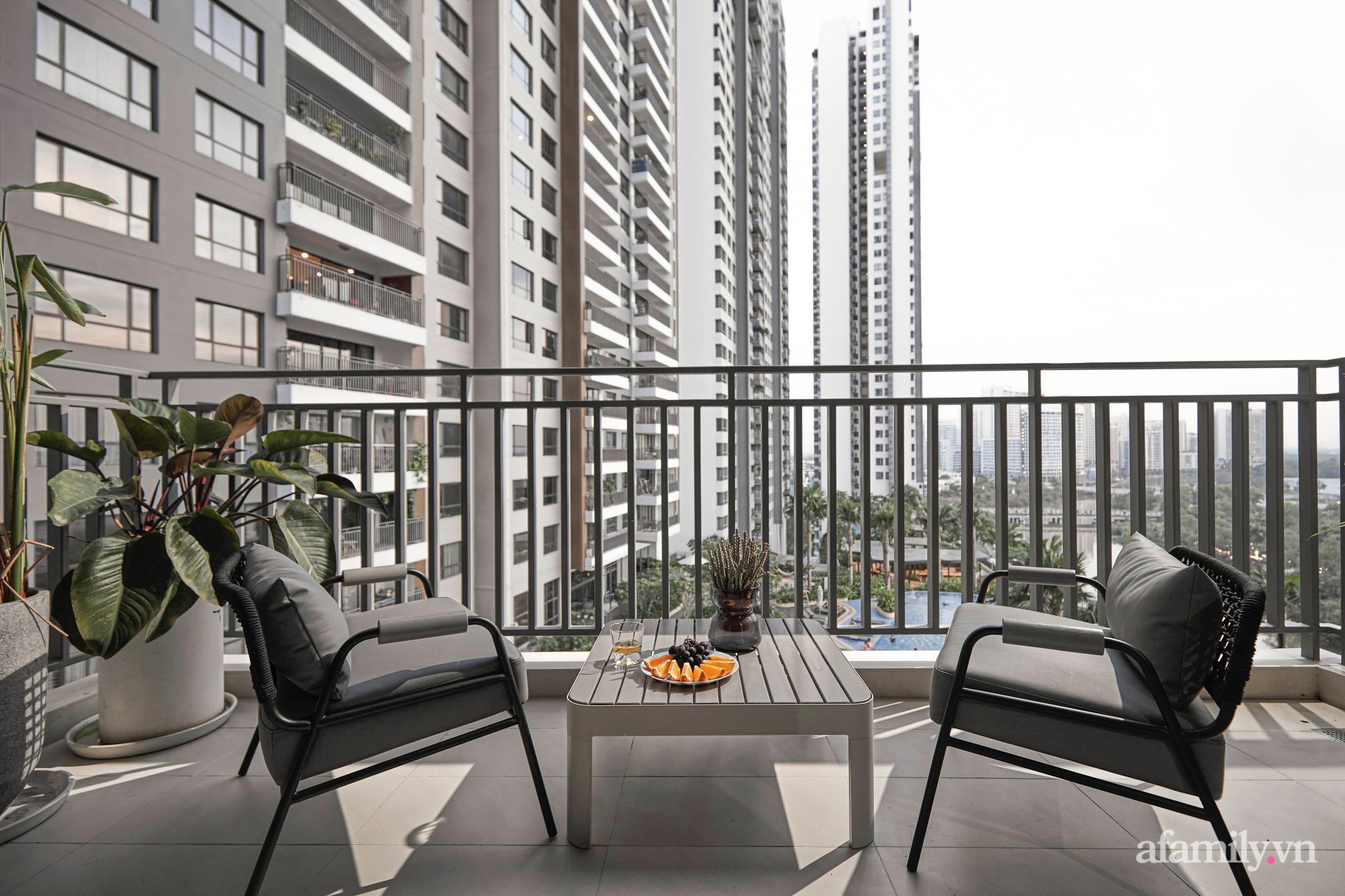 Căn hộ 2 tầng rộng 145m² đẹp sang trọng với điểm nhấn mộc mạc từ chất liệu bê tông ở Sài Gòn - Ảnh 20.