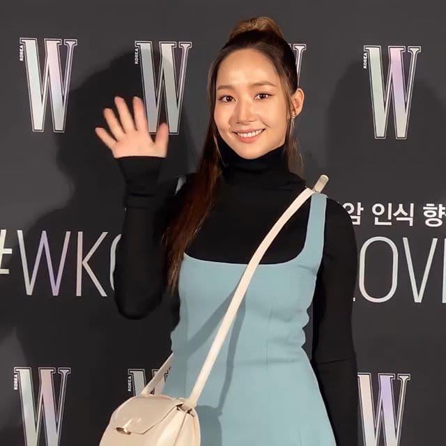 """Liên tục bị chê bai ngoại hình xuống cấp, """"tình cũ Lee Min Ho"""" Park Min Young gây chú ý với màn khoe vòng 3 căng tròn - Ảnh 3."""
