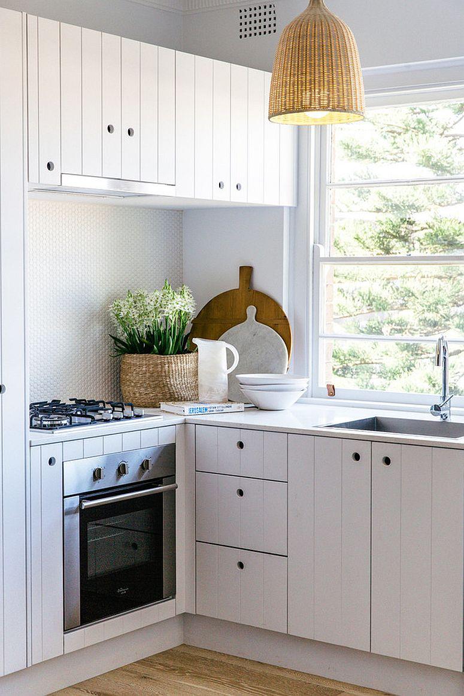 Căn bếp nhỏ vẫn thoáng rộng và ấm cúng nhờ lựa chọn ánh sáng đúng cách - Ảnh 5.