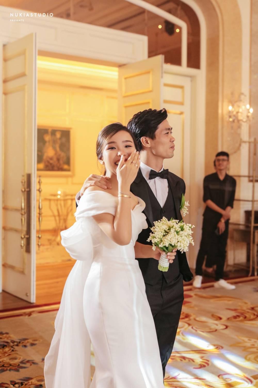 Ngày vui của Công Phượng và Viễn Minh xuất hiện trên hàng loạt tờ báo Trung Quốc, được ca tụng là cặp trai tài gái sắc - Ảnh 3.