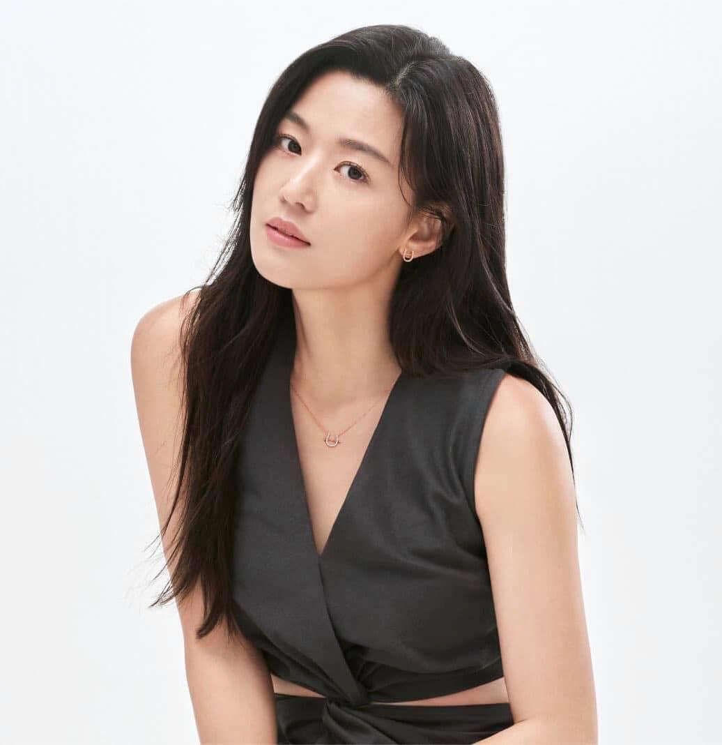 Jeon Ji Hyun vừa tái xuất đã đụng hàng với 2 mỹ nhân Park Min Young và Joy, ai mới là người đẹp nhất? - Ảnh 1.