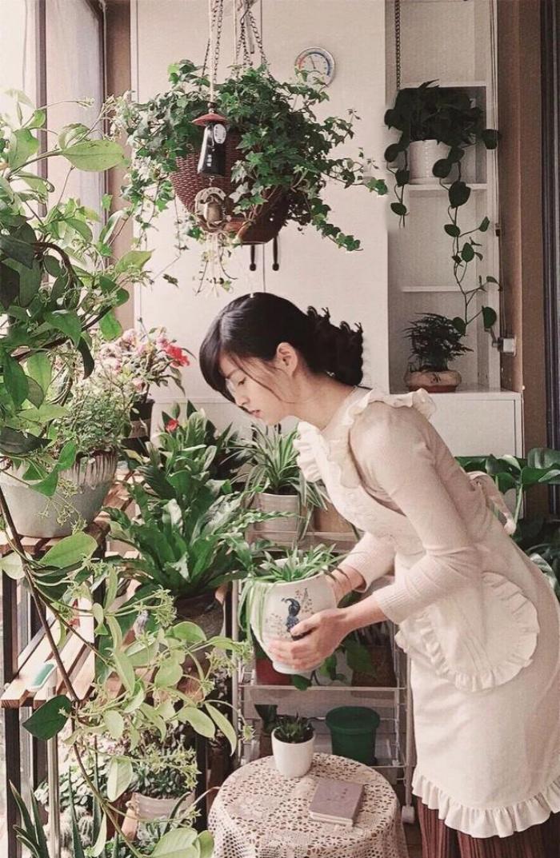 Vì yêu hoa, cô gái xinh như mộng mua ngay căn hộ áp mái để trồng cả vườn hồng trên sân thượng rộng 33m² - Ảnh 16.
