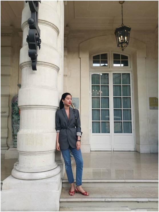 Mix & Phối - Cô nàng Trung Hoa trót mê style Pháp: Đến áo len cổ lọ cũng có cách hack dáng thon gọn, chưa kể 5 tips khác cũng hay ho không kém - chanvaydep.net 4