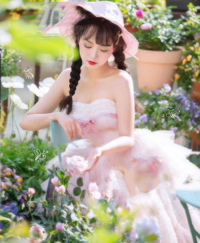 Vì yêu hoa, cô gái xinh như mộng mua ngay căn hộ áp mái để trồng cả vườn hồng trên sân thượng rộng 33m² - Ảnh 4.
