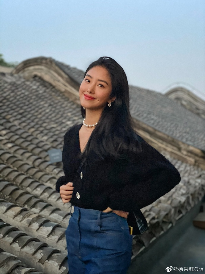 Mix & Phối - Cô nàng Trung Hoa trót mê style Pháp: Đến áo len cổ lọ cũng có cách hack dáng thon gọn, chưa kể 5 tips khác cũng hay ho không kém - chanvaydep.net 6
