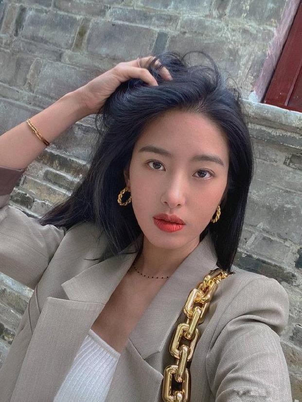 Mix & Phối - Cô nàng Trung Hoa trót mê style Pháp: Đến áo len cổ lọ cũng có cách hack dáng thon gọn, chưa kể 5 tips khác cũng hay ho không kém - chanvaydep.net 10