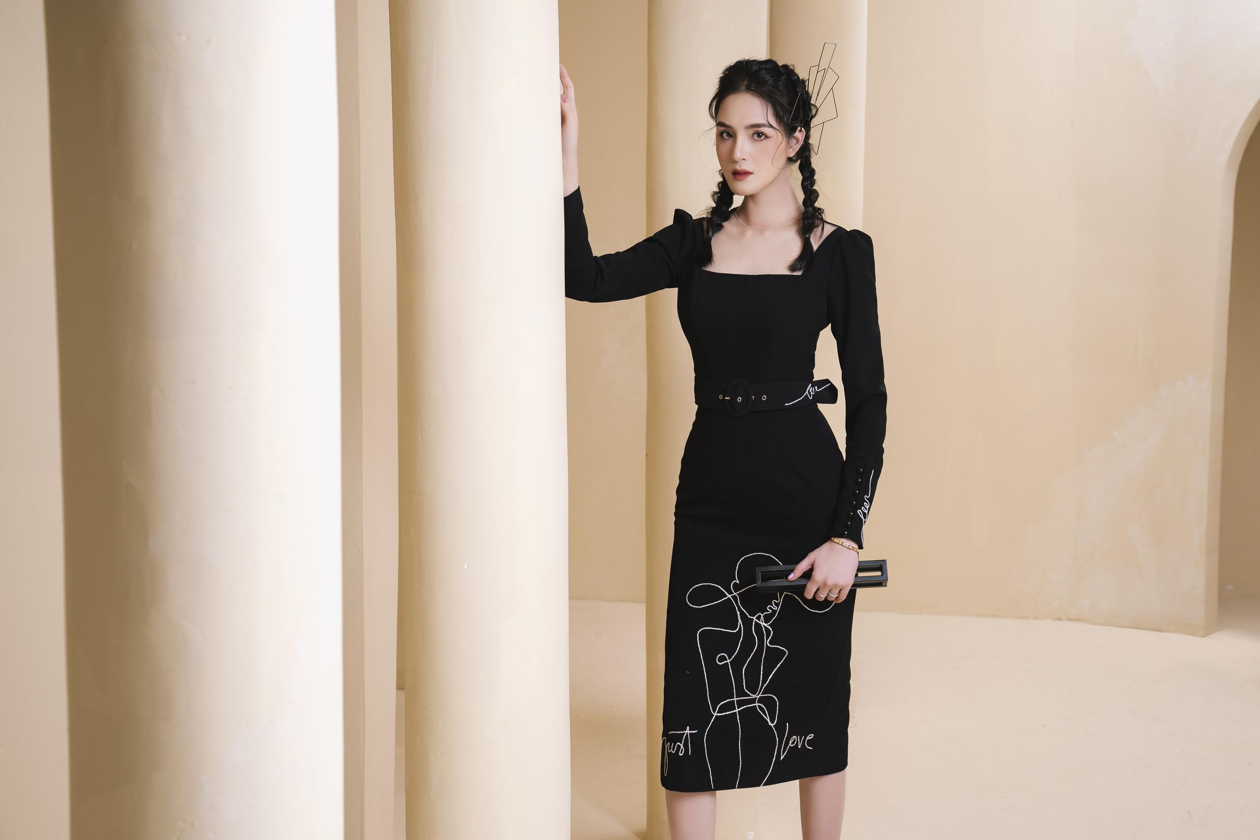 Sinh con thứ 2 chẳng bao lâu, Á hậu Hoàng Oanh tái xuất với sắc vóc gợi cảm gợi ý những bộ váy áo thanh lịch cho nàng công sở chuộng sắc đen - Ảnh 1.