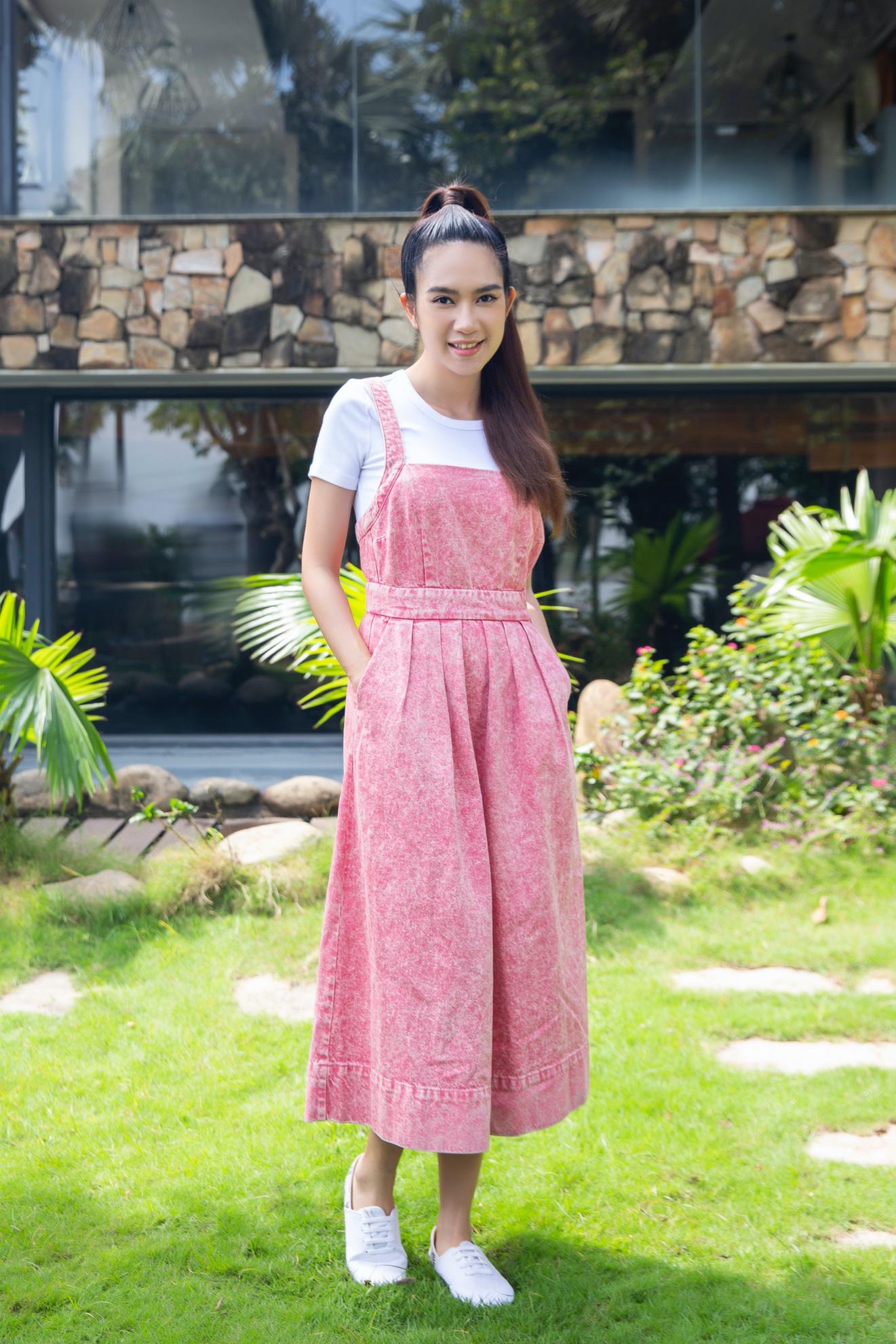 Vợ chồng Lý Hải - Minh Hà cùng 4 nhóc tì xuất hiện như fashionista trong BST Holiday của GAP - Ảnh 2.