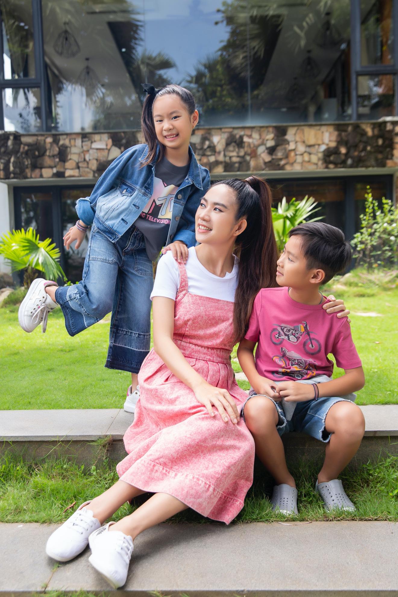 Vợ chồng Lý Hải - Minh Hà cùng 4 nhóc tì xuất hiện như fashionista trong BST Holiday của GAP - Ảnh 3.
