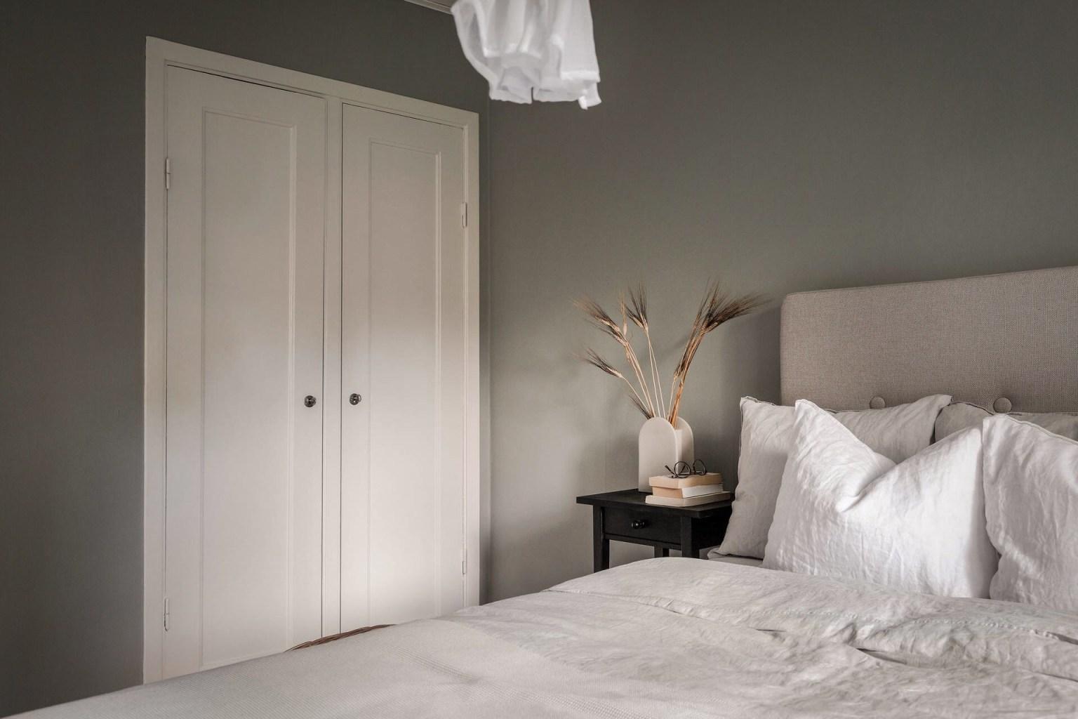 """20 bedroom wardrobe 16056887147161709196028 - Căn nhà cấp 4 màu xanh da trời nhìn ngoài thì bình thường mà bên trong khiến ai cũng """"sững sờ"""""""