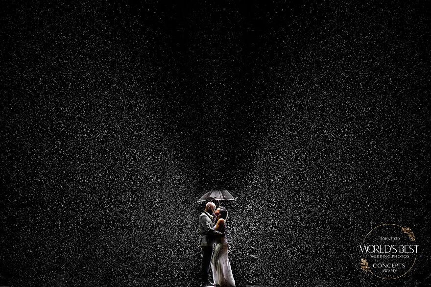 15 ảnh cưới nổi bật và sáng tạo nhất của thập kỷ được công bố - Ảnh 9.