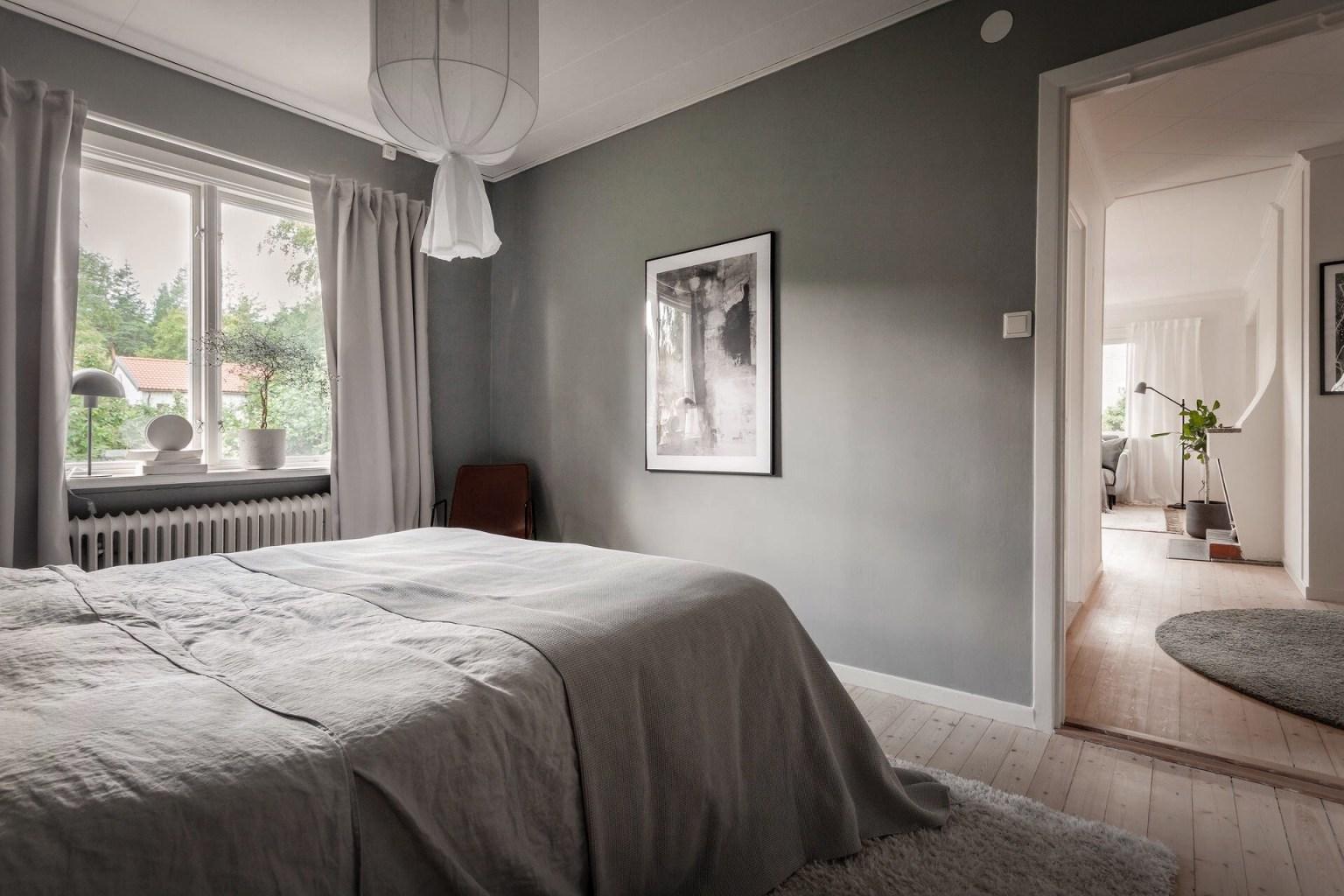 """21 bedroom grey walls 1605688714604426538185 - Căn nhà cấp 4 màu xanh da trời nhìn ngoài thì bình thường mà bên trong khiến ai cũng """"sững sờ"""""""