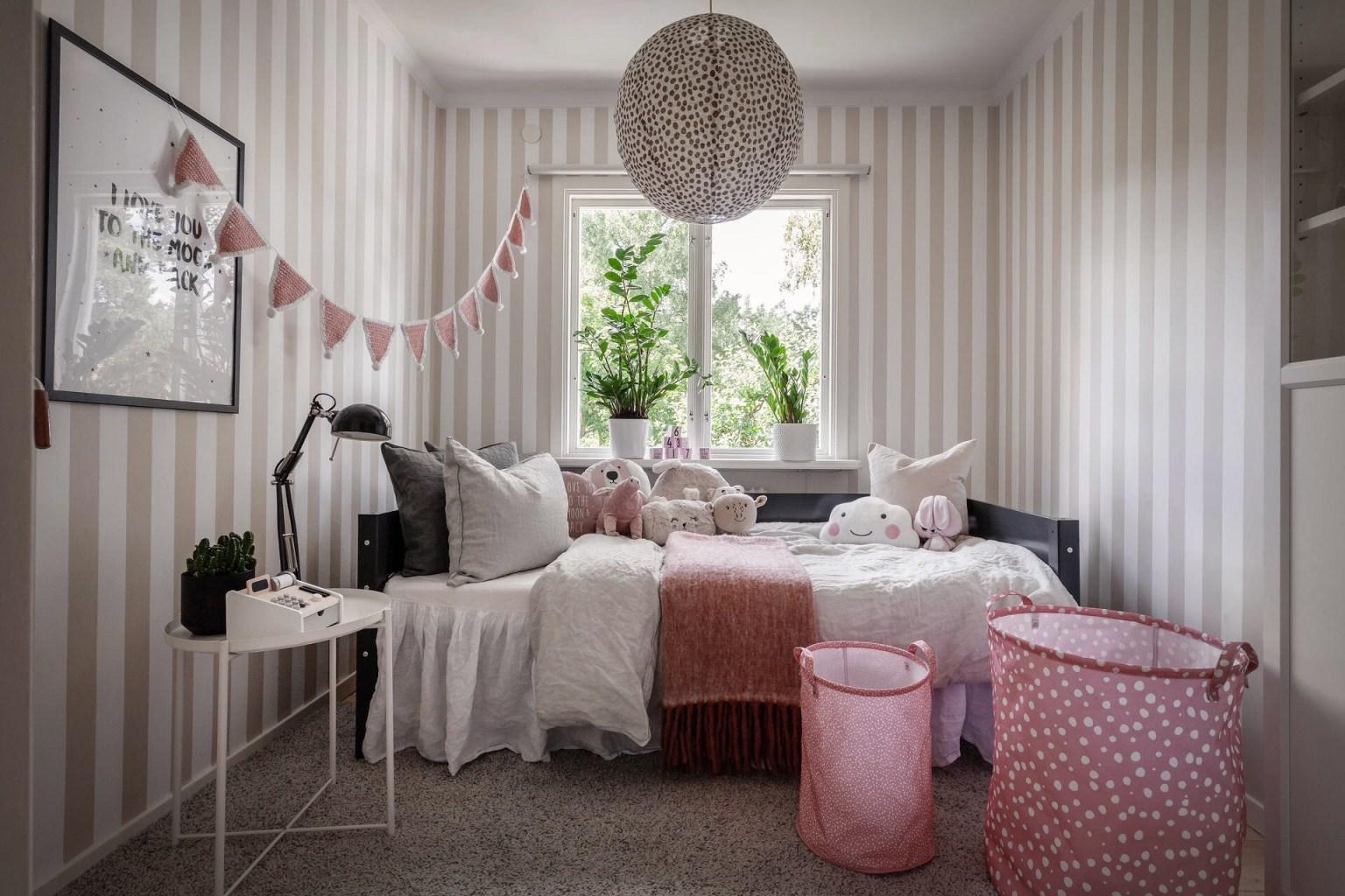 """25 kids room striped walls 16056887145301508397917 - Căn nhà cấp 4 màu xanh da trời nhìn ngoài thì bình thường mà bên trong khiến ai cũng """"sững sờ"""""""