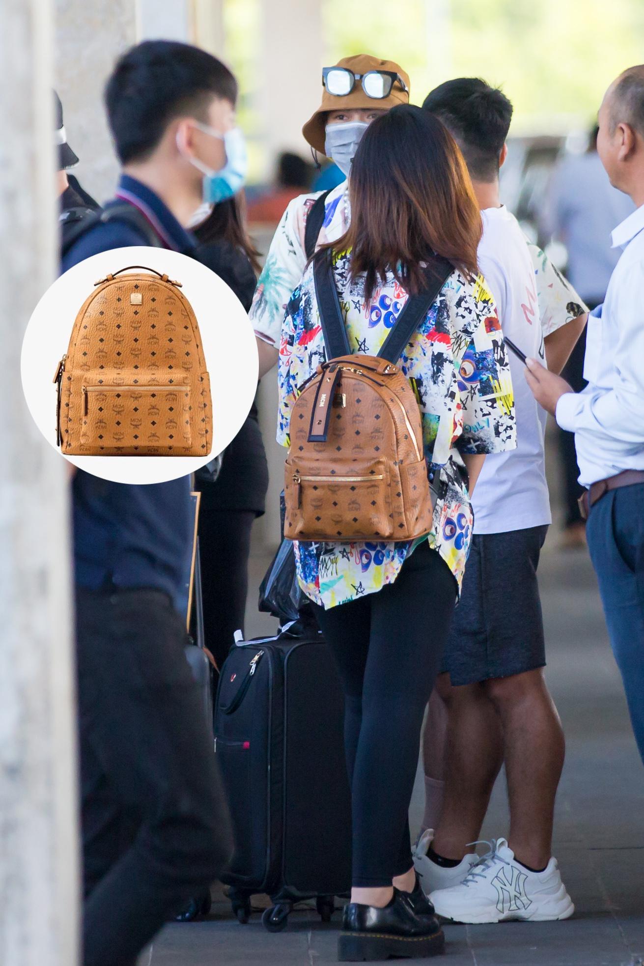 Cặp đôi Công Phượng - Viên Minh giản dị xuất hiện ở sân bay, thể hiện tình cảm cực tinh tế bằng 1 món hàng hiệu - Ảnh 9.