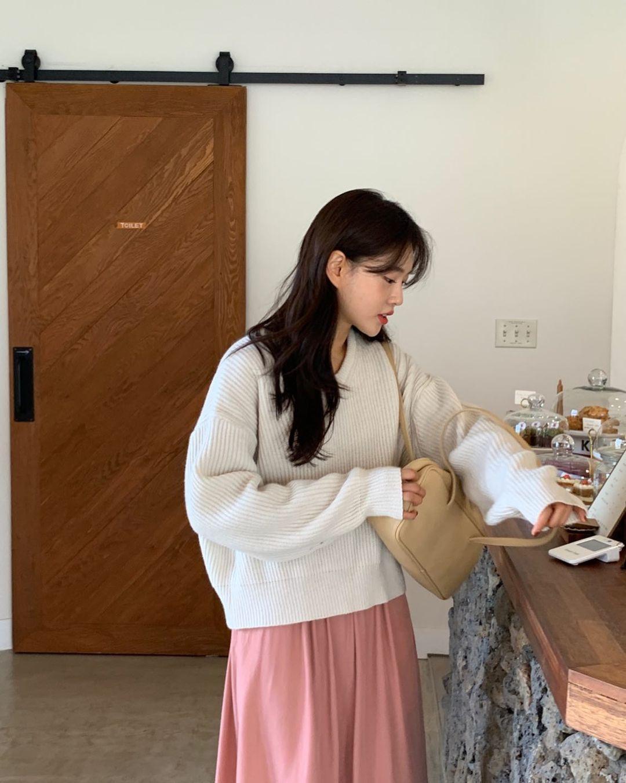 Đáng sắm nhất lúc này là áo len trắng vì có 10 cách diện trang nhã đẹp mê, nàng nào cũng áp dụng được - Ảnh 10.