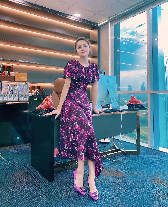 Hương Giang khoe ảnh xinh để chính thức trở lại công việc hậu drama với antifan, Hoà Minzy liền có động thái gây chú ý - Ảnh 3.