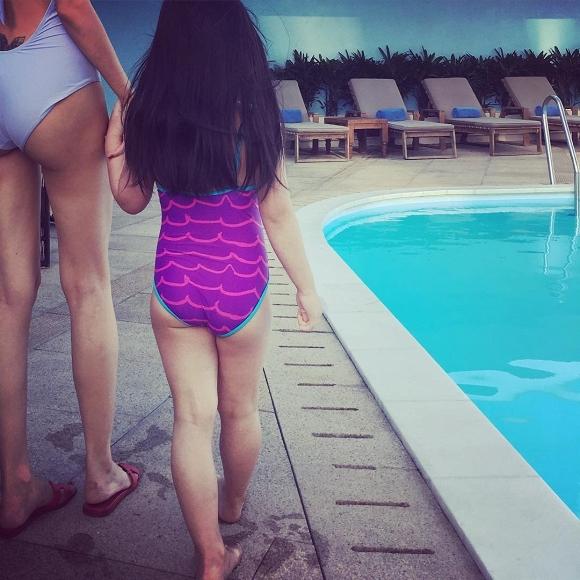 Con gái Thủy Tiên mới 7 tuổi đã sở hữu chân dài thẳng tắp giống mẹ, nhìn cách nuôi con của nữ ca sĩ có nhiều điều đáng học hỏi - Ảnh 4.