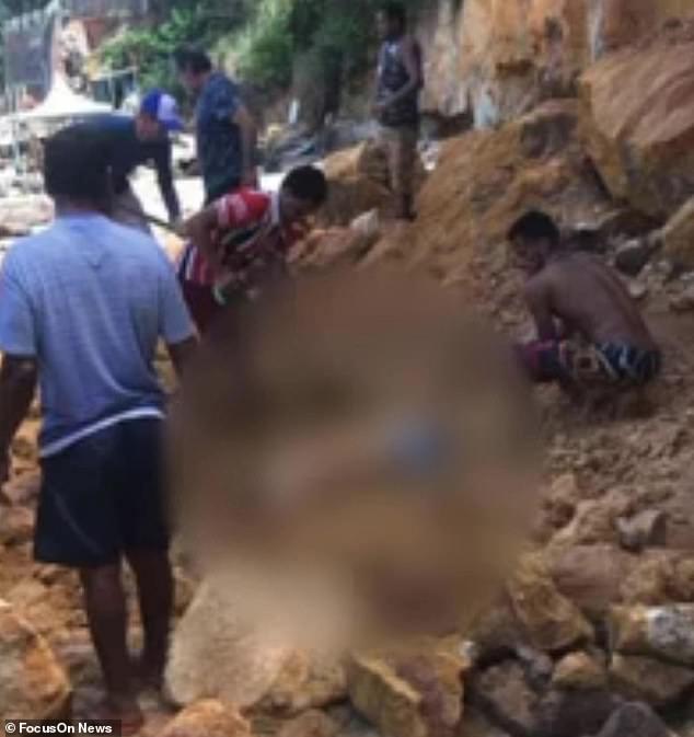 Nghỉ mát ở bãi biển nổi tiếng, gia đình 3 người chết tức tưởi vì vách đá sụp đổ, tư thế của người mẹ khi được tìm thấy gây nhói lòng - Ảnh 4.